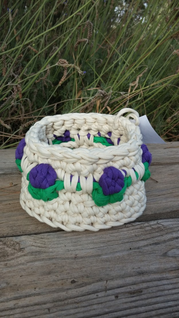 Crochet t-shirt yarn basket